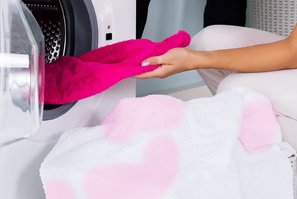 ¿Cómo blanquear la ropa blanca desteñida?