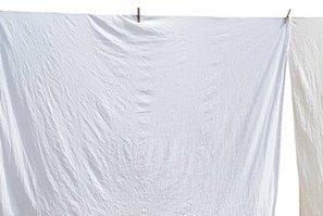 ¿Como blanquear ropa blanca grisácea?